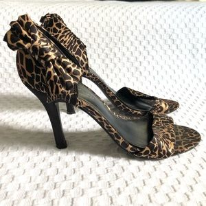 🖤Delicious Leopard Bow Heels—7.5
